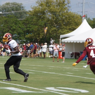 Vernon Davis makes a catch in front of Will Blackmon. (Photo by Jake Russell)