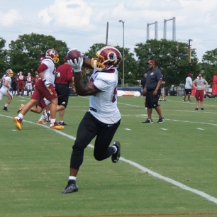 Vernon Davis makes the catch. (Photo by Jake Russell)