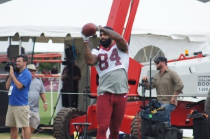 Tight end Niles Paul works out before practice. (Photo by Jake Russell)