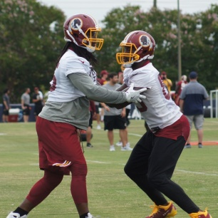 Tight ends E.J. Bibbs and Vernon Davis. (Photo by Jake Russell)