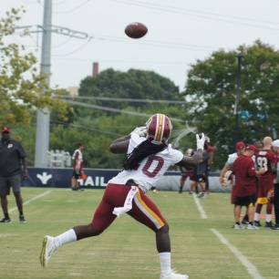 Redskins running back Rob Kelley reaches out to make the catch. (Photo by Jake Russell)