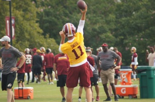 Quarterback Alex Smith makes a throw. (Photo by Jake Russell)
