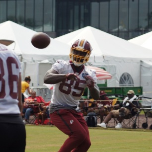 Tight end Vernon Davis looks the ball in. (Photo by Jake Russell)