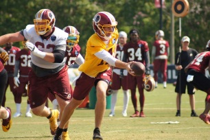 Quarterback Alex Smith hands the ball off. (Photo by Jake Russell)