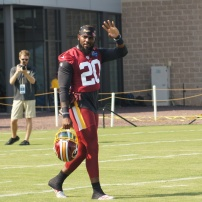 Redskins safety Landon Collins waves to the fans. (Photo by Terri Russell)